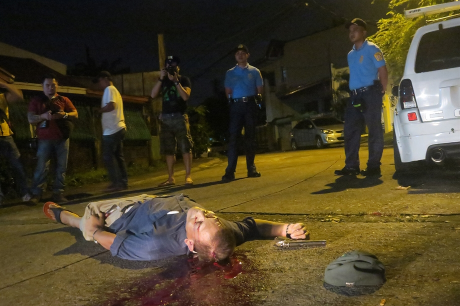Image: Police officer found executed on the street.